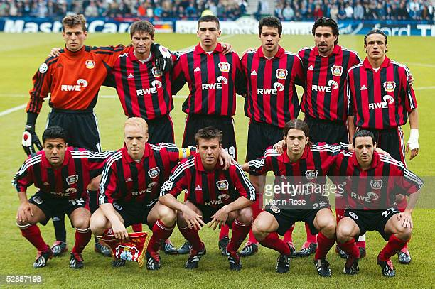 LEAGUE 01/02 FINALE Glasgow BAYER 04 LEVERKUSEN REAL MADRID 12 TEAM LEVERKUSEN hinten vl TORWART HansJoerg BUTT Thomas BRDARIC LUCIO Michael BALLACK...