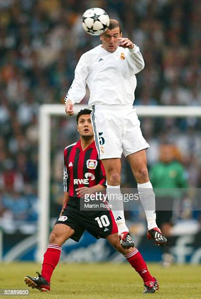 LEAGUE 01/02 FINALE Glasgow BAYER 04 LEVERKUSEN REAL MADRID 12 Yildiray BASTUERK/LEVERKUSEN Zinedine ZIDANE/REAL