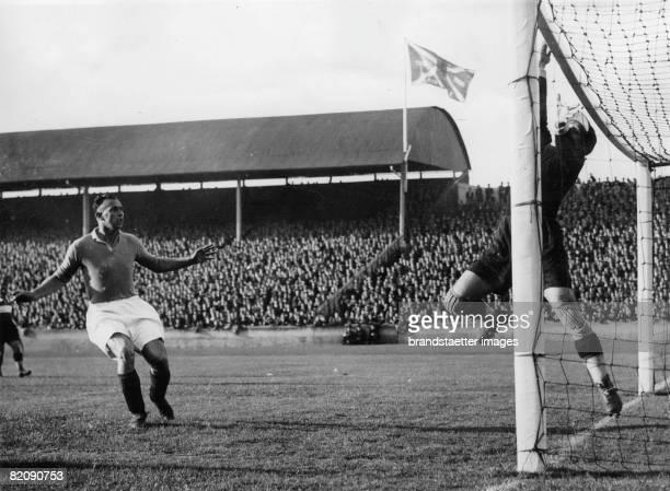Glasgow Rangers beating Rapid Glasgow Scottland 1934 [Die Glasgow Rangers besiegen Rapid Glasgow Schottland 1934]