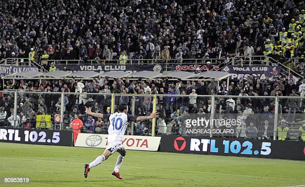 Glasgow Rangers' Spanish forward Nacho Novo celebrates after scoring the last penalty during the UEFA Cup semifinal 2nd leg football match against...