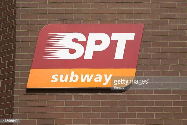 señal de metro de glasgow - theasis fotografías e imágenes de stock