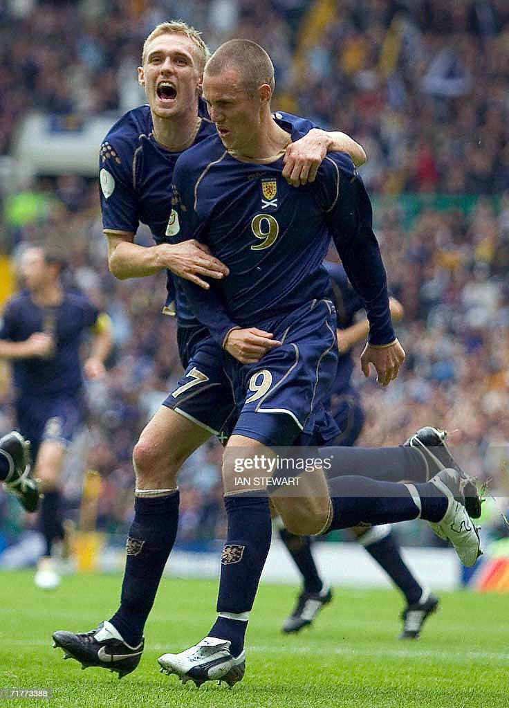 Kenny Miller (R) and Darren Fletcher celebrate after Miller scored from the penalty spot against Faroe Islands at Celtic Park in Glasgow, in a European Championship Group B qualifier 02 September 2008.