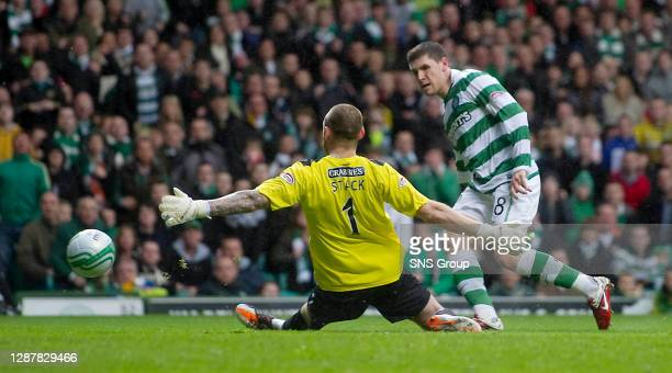 Gary Hooper passes up a golden opportunity to give Celtic the lead