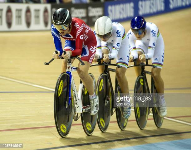 Team GB's Elinor Barker takes the lead over team mates Laura Tott and Dani King during the Women's Team Pursuit Qualifying session.