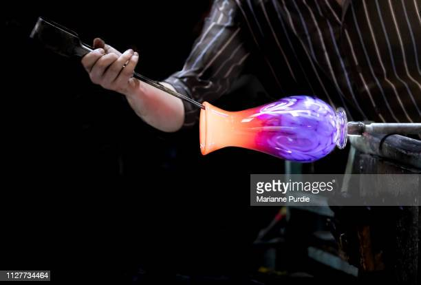 glass artist working with molten glass - craft stock pictures, royalty-free photos & images