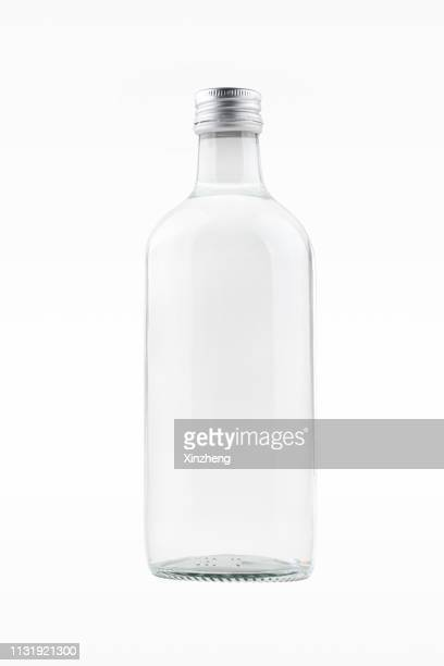 glass bottle of water - fles stockfoto's en -beelden