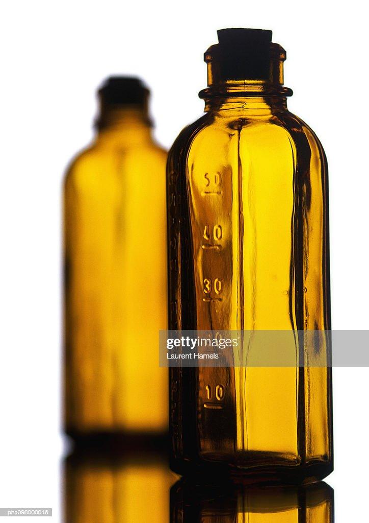 Glass bottles, close-up : Stockfoto