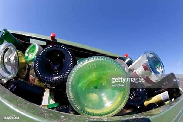 Bouteilles de verre de poubelle