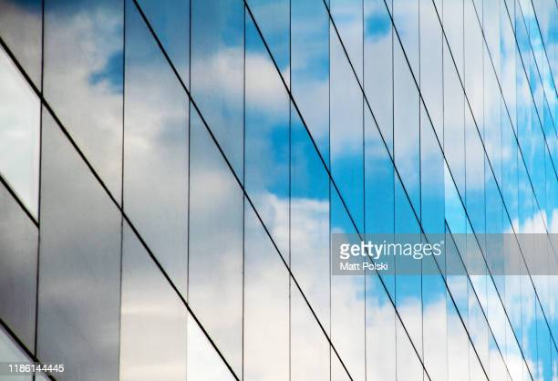 glass building reflection - spiegelung stock-fotos und bilder