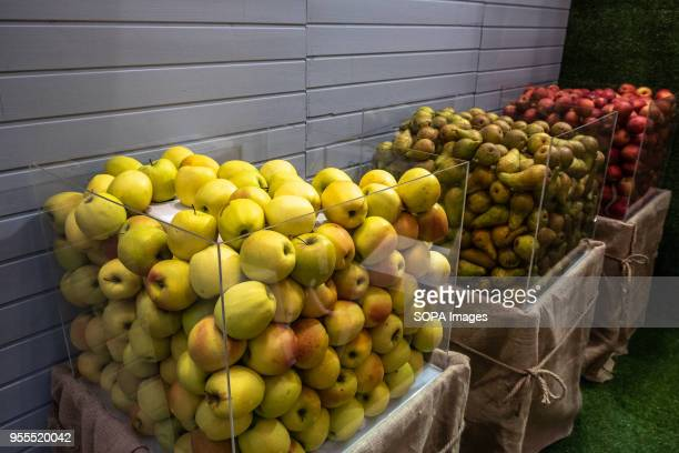 Glass containers with apples and pears of organic origin from organic farming Gurmendi BioCultura the Organic Products and Responsible Consumption...