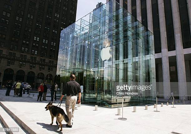 A glass cube encloses the entrance to an underground Apple Store on Fifth Avenue May 18 2006 in New York City The 25000squarefoot Apple retail store...