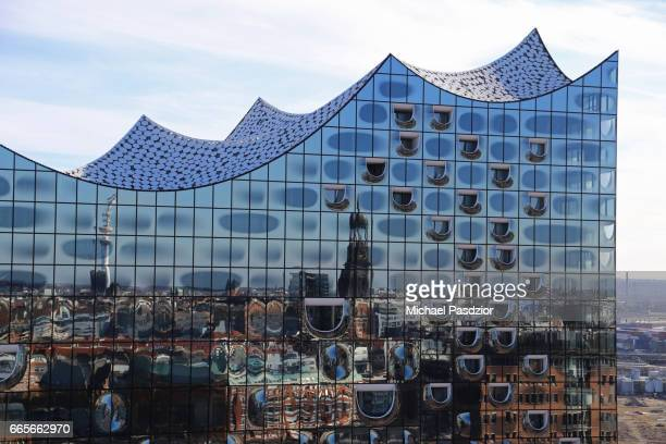 glass facade of Elbphilharmonie