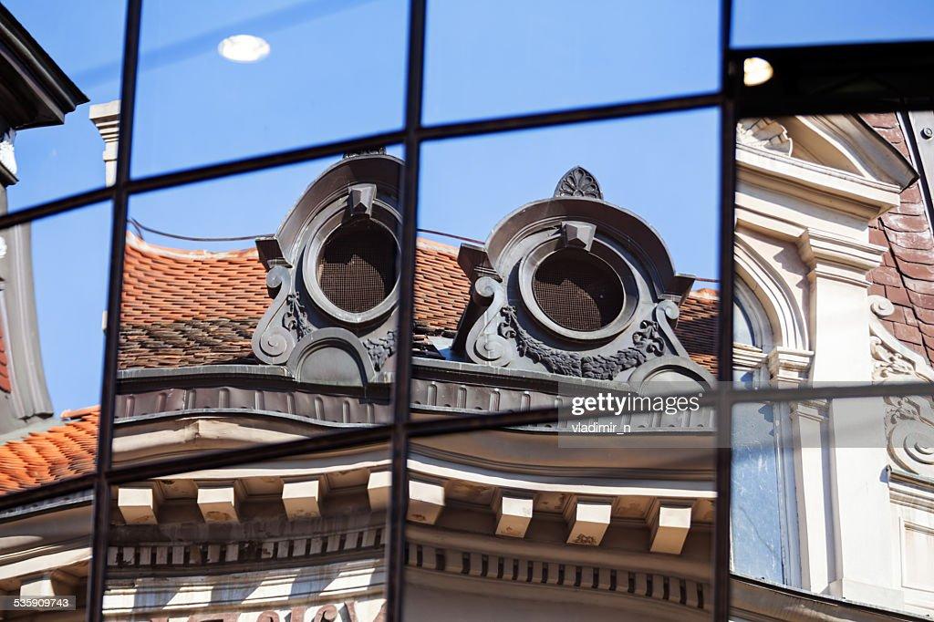 Con una fachada de vidrio : Foto de stock