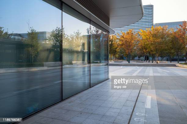 glass facades and squares of buildings in a business district in hangzhou, china - trottoir photos et images de collection