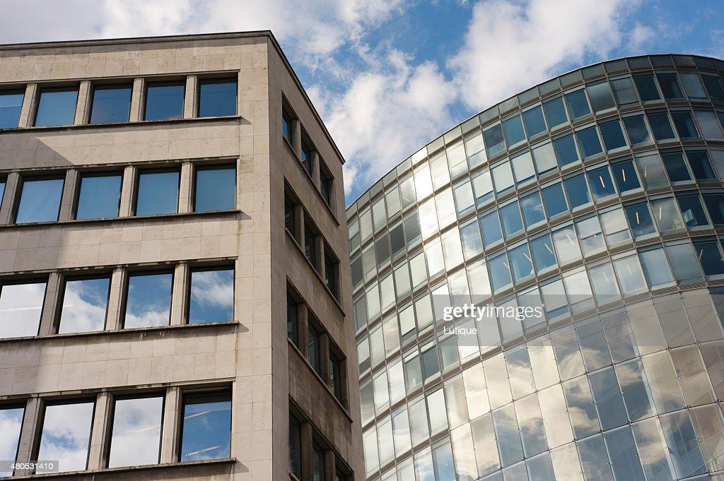 Glass facades of office building : Bildbanksbilder