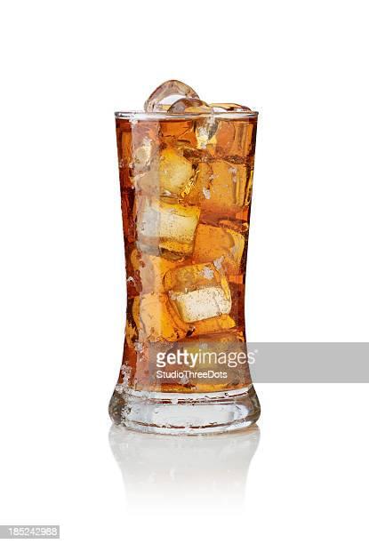 グラスの中の氷のティー