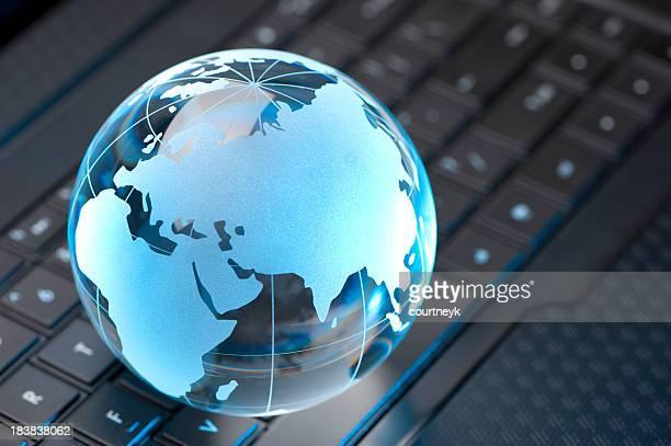 Verre Globe et Clavier d'ordinateur