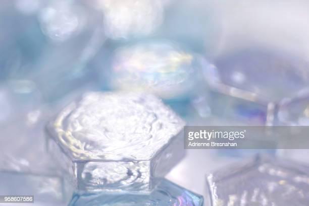 glass hexagons - translucide photos et images de collection