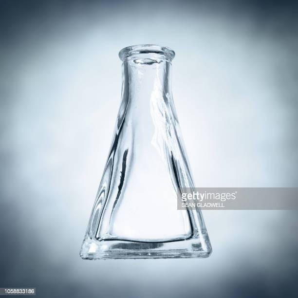 glass medical flask - laboratory glassware stock pictures, royalty-free photos & images