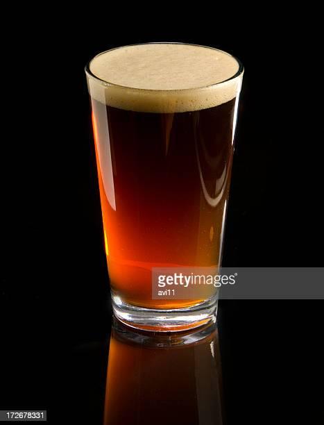琥珀色のビールグラス