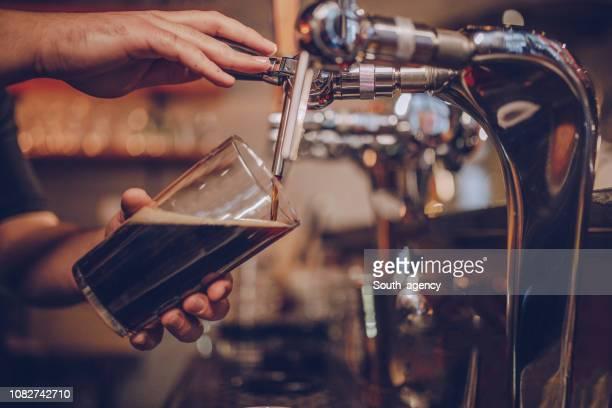 樽ビール - ビールサーバー ストックフォトと画像