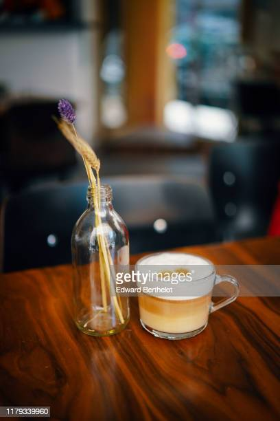 a glass of cappuccino with milk foam - edward berthelot photos et images de collection