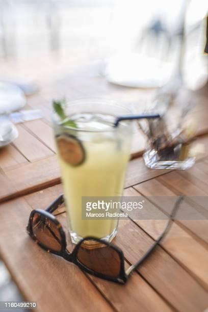 glass of lemonade - radicella stockfoto's en -beelden