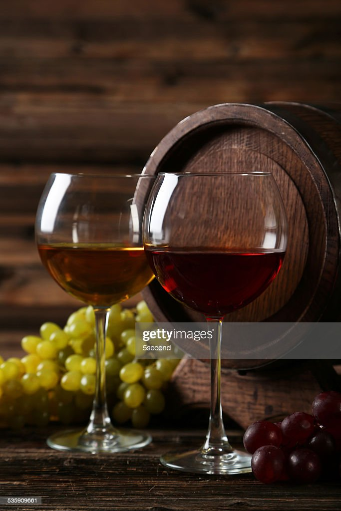 Glass of red and white wine with grapes : Stock Photo