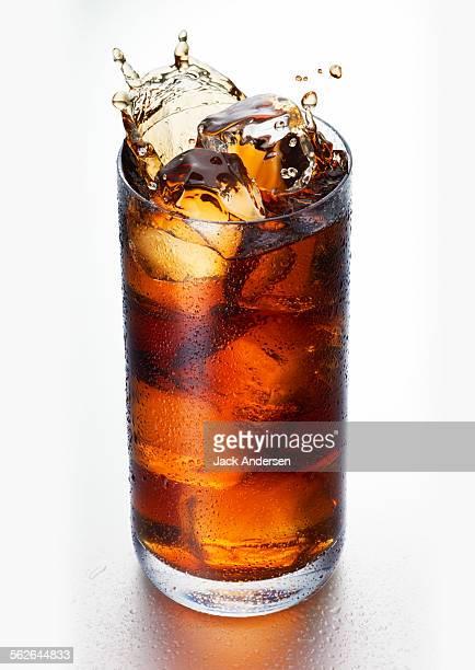 glass of soda with splash - pepsi stock-fotos und bilder