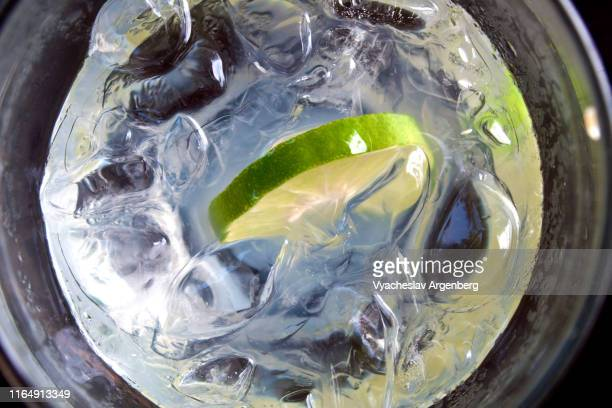 a glass of sparkling lime soda with ice - argenberg stock pictures, royalty-free photos & images