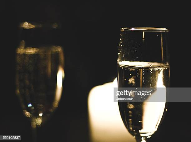 glass of sparkling wine on a night out - jcbonassin stock-fotos und bilder