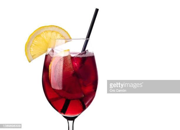 glass of tinto de verano on white background - cris cantón photography fotografías e imágenes de stock