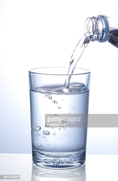 Verter agua