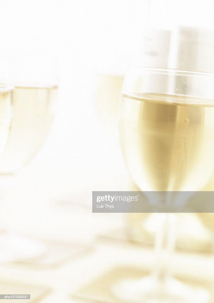 Glass of white wine, blurred. : Stockfoto