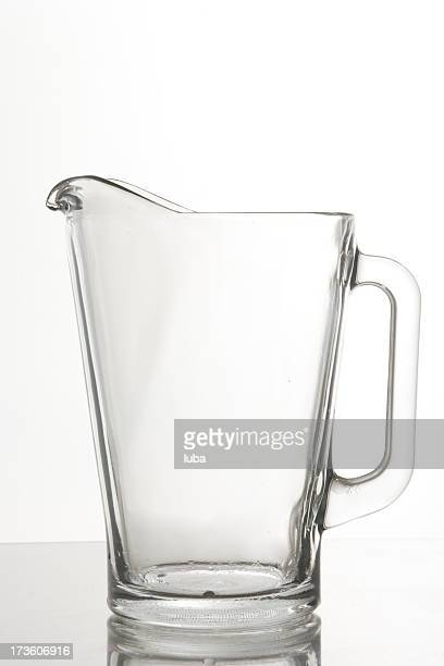 glass pitcher - pitcher stockfoto's en -beelden