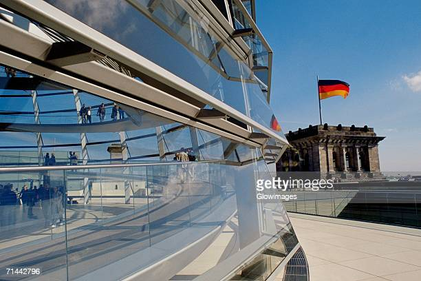 glass walls of a building, the reichstag, berlin, germany - politik stock-fotos und bilder