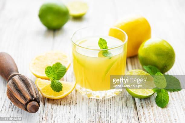 glass with fresh lemon juice - 酸っぱい ストックフォトと画像