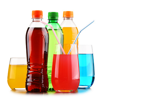 Glasses and bottles of assorted carbonated soft drinks 916073216