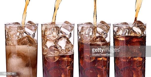 グラスを氷のソーダ