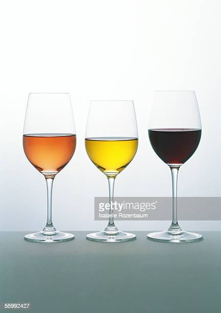 glasses of white, rosé and red wines - copa de vino fotografías e imágenes de stock