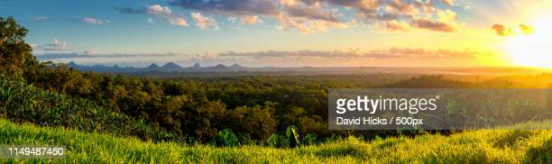 glasshouse mountains, qld, australia - glass house mountains stock pictures, royalty-free photos & images
