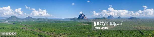 glasshouse mountains,sunshine coast hinterlands,queensland,australia - great dividing range stock-fotos und bilder