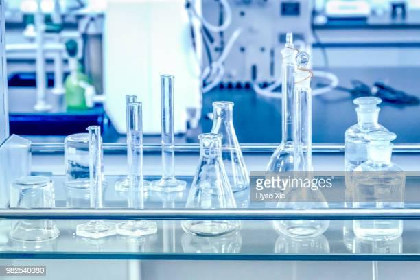 glassware in lab - 試験管 ストックフォトと画像