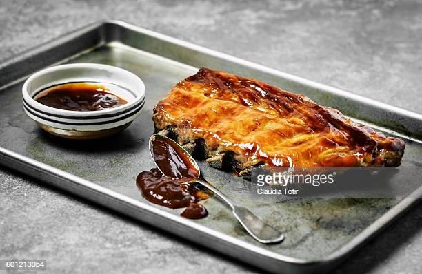 Glazed barbecued pork ribs