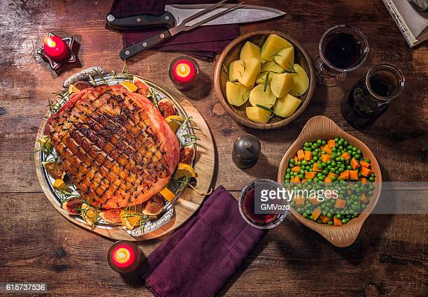 glazed holiday ham with cloves background - glazed ham stock pictures, royalty-free photos & images