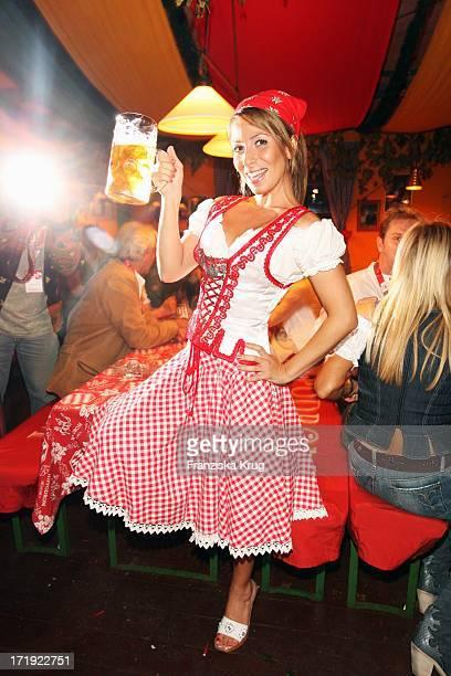 Gülcan Kamps Im Hippodrom Beim Stammtisch Von 'Die Aktuelle' Auf Dem Oktoberfest In München Am 210908