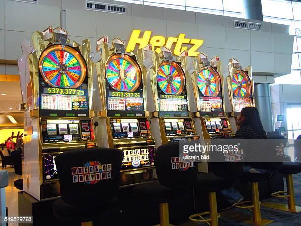 Glücksspielautomaten. Aufgenommen am 22. August 2012 im neuen Terminal 3 des Internationalen McCarran Airport von Las Vegas.