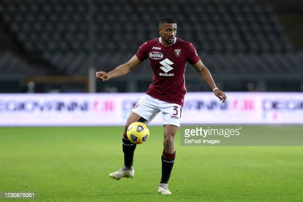 Gleison Bremer of Torino FC controls the ball during the Serie A match between Torino FC and ACF Fiorentina at Stadio Olimpico di Torino on January...