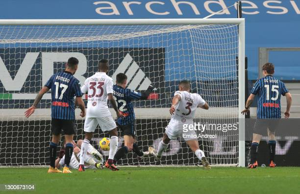 Gleison Bremer of Torino FC scores their side's second goal during the Serie A match between Atalanta BC and Torino FC at Gewiss Stadium on February...
