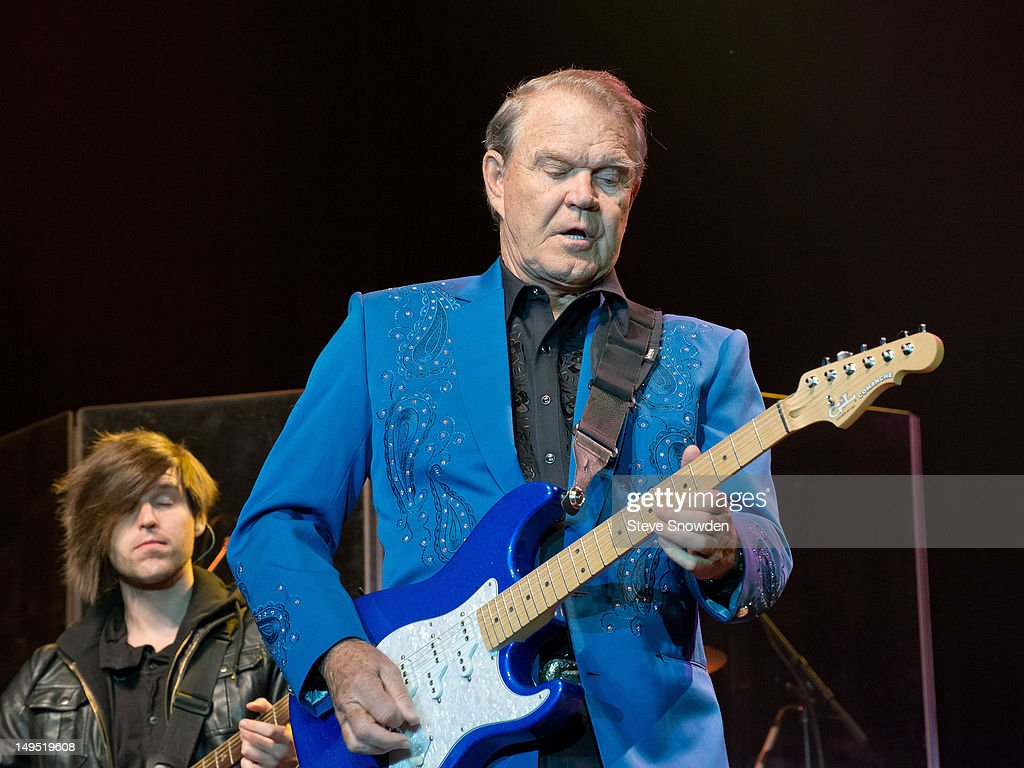 Glen Campbell Performs At Route 66 Casino's Legends Theater : News Photo